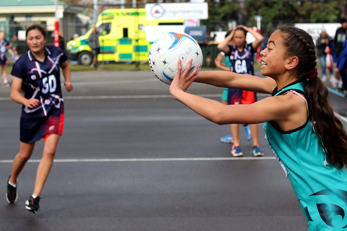 Netballer throwing ball