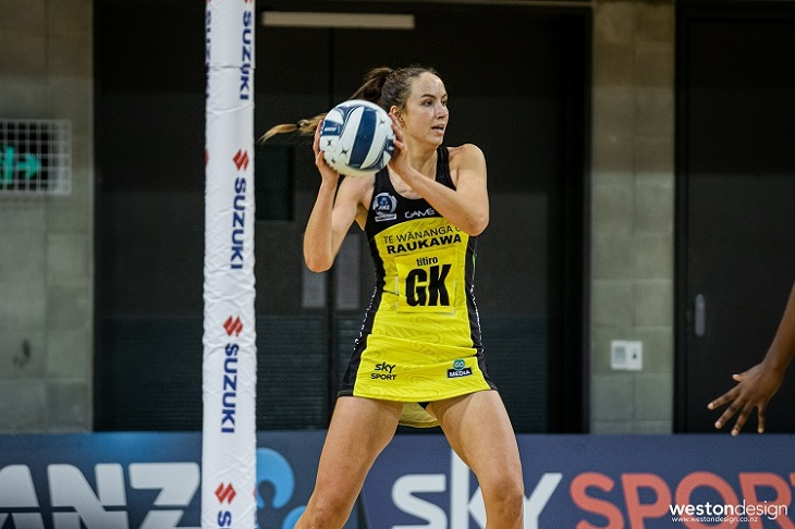 Kelly playing Netball for Wellington Pulse. Image credit: Blake Weston